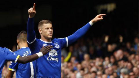 MÅL: Barkleys frispark letar sig in - Everton tar ledningen