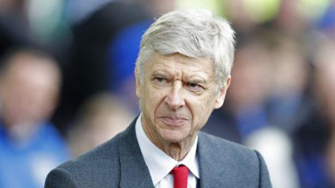 Arséne Wenger smickrad av förbundskaptensrykten