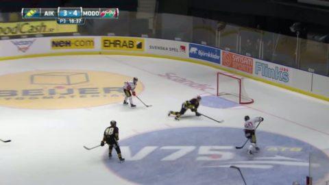 Här räddar AIK:s Tobias Ericsson - med huvudet
