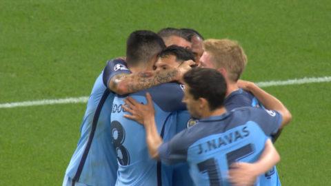 Mål: Agüero sätter sitt andra mål för kvällen på straff (2-0)
