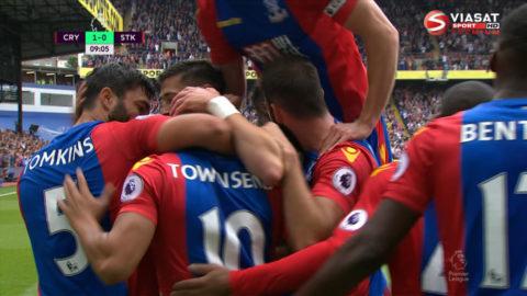 Mål: Tomkins trycker in ledningen för Palace (1-0)