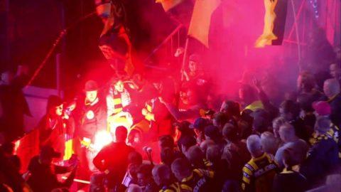 Skandalscener i SHL-derbyt - fansen kastas ut efter att ha tänt en bengal