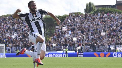 Fem drömminuter håller Juventus kvar i toppen