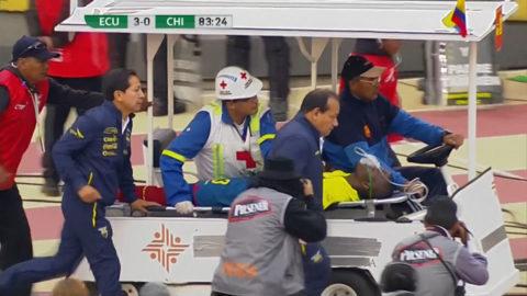 TV: Otäcka scener - här kollapsar PL-stjärnan i VM-kvalet