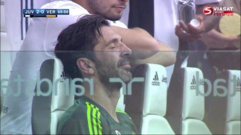 Fina gesten från Buffon - när han säger adjö till fansen
