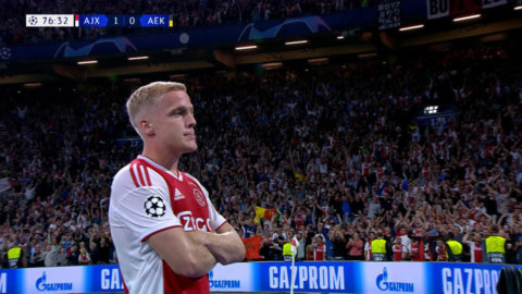 Ajax utökar ledningen - van de Beek dundrar in tvåan