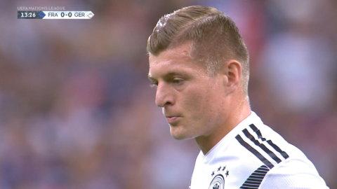 Toni Kroos ger Tyskland ledningen från straffpunkten