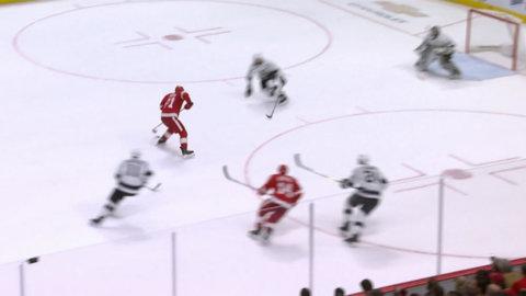 Larkin slog till med konstmål - när Red Wings sänkte Kings på hemmais