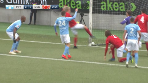 Götessons jättemiss - missar öppet mål mot MFF