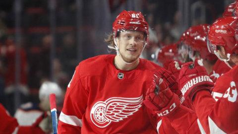 Oroande beskedet för NHL-svensken - tvingades avbryta matchen