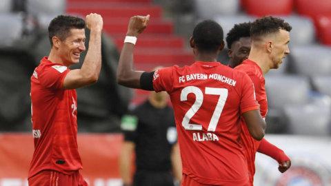 Bayern vann efter händelserik tillställning mot Frankfurt